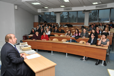 Междууниверситетско състезание за решаване на казуси в БСУ